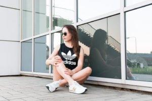 Czarny top Adidasa i spodenki (szorty) Puma
