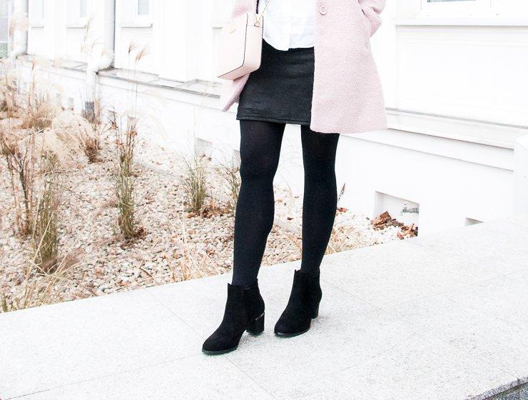 Casual winter look - różowy płaszczyk, torebka Michael Kors Jet Set Travel Crossbody i botki Renee Shoes