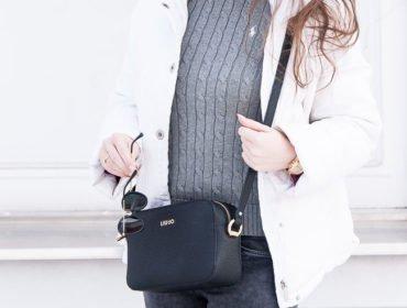 Damska stylizacja z szarym swetrem Polo Ralph Lauren, czarna torebka LiuJo